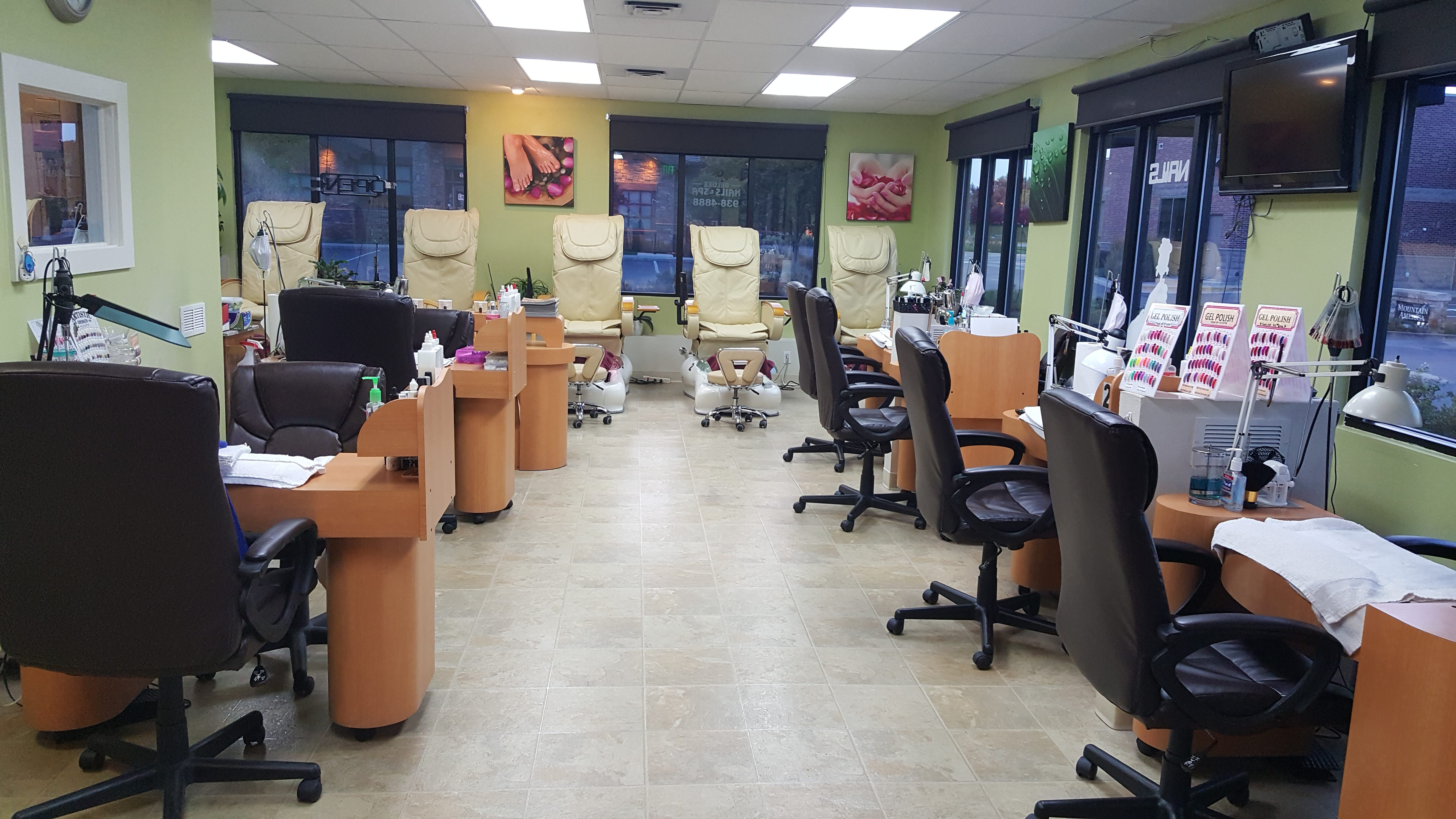 Deluxe Nails and Spa – Where you get the Best Service Every Time